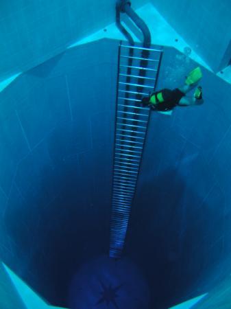La piscina m s profunda del mundo conlamenteabierta for Piscina mas profunda del mundo